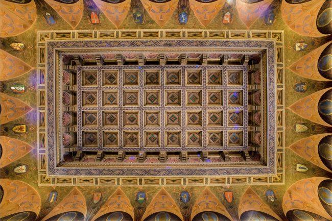 Sala del Consiglio; la volta cassettonata con corona di lunette decorate - Per gentile concessione del Servizio Pubbliche relazioni della Provincia di Ravenna