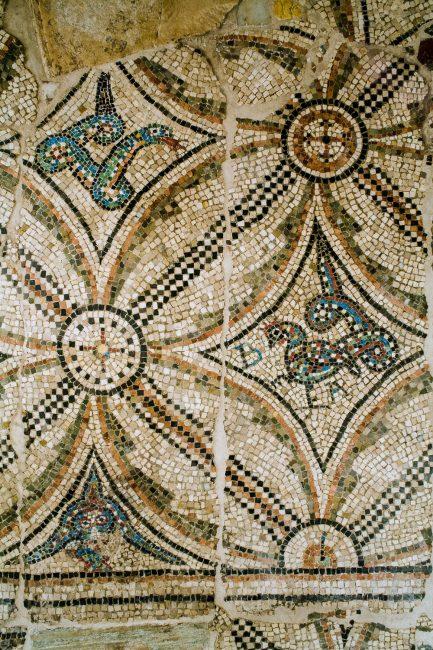 Cripta Rasponi: pavimento in mosaico, verosimilmente proveniente dalla Basilica di San Severo a Classe - Per gentile concessione del Servizio Pubbliche relazioni della Provincia di Ravenna