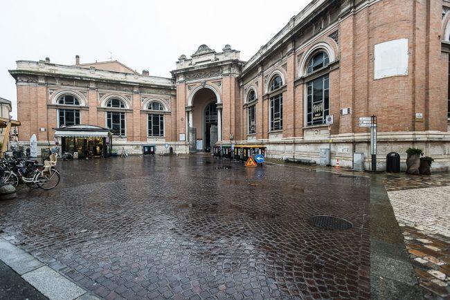 La facciata attuale del Mercato coperto, inaugurato nel 1922 - © Giorgio Biserni, Ravenna
