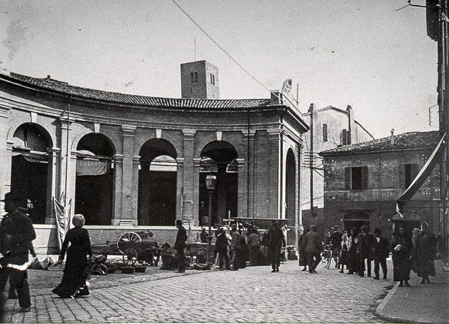 L' esedra Vignuzzi costruita nel1893-94: l'ala destra - Foto Gaetano Savini – Archivi fotografici Istituzione Biblioteca Classense, Ravenna